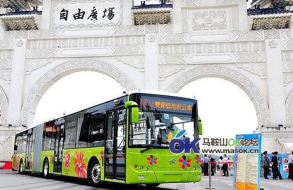 市公交投放大型通道式城市客车 并新增旅游专线高清图片